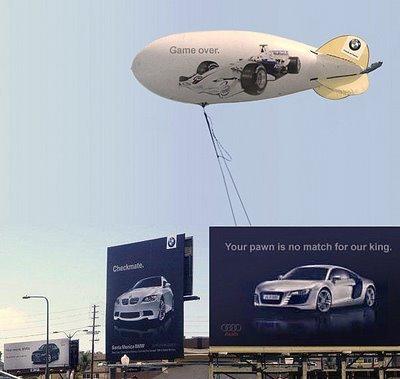 A4, M3, R8 i F1 sa bilborda šalju poruke jedni drugima - reklamiranje firme