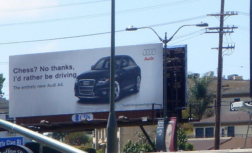 Audi A4 sa bilborda bi radije vozio nego igrao šah - reklamiranje firme
