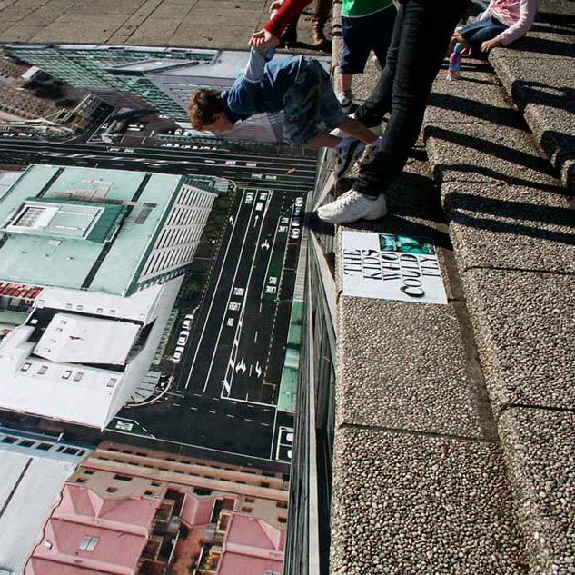 Deca poleću sa stepenika trga reklamiranje maximum ride jp sličica