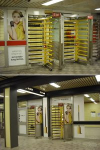 Dvoje obrtnih vrata sa maskarom pored: reklamiranje CoverGirl firme