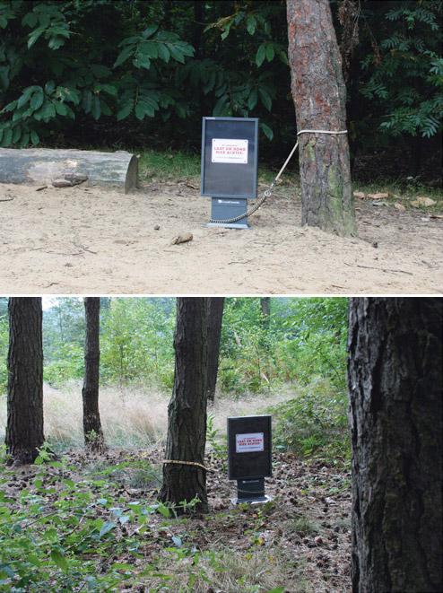 Napušteni bilbordi vezani povocem za drvo - reklamiranje firme Doggyday Inn