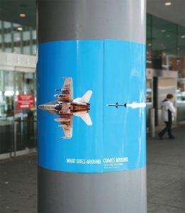 Poster obmotan oko stuba ispaljene rakete u repu tog istog aviona GKzM