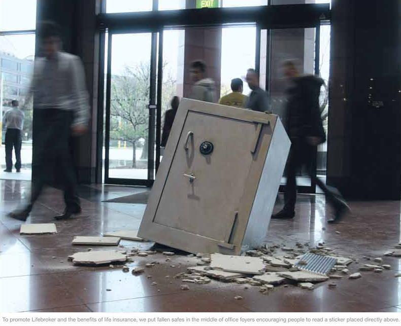 Propali sef na podu banke - reklamiranje firme Lifebroker
