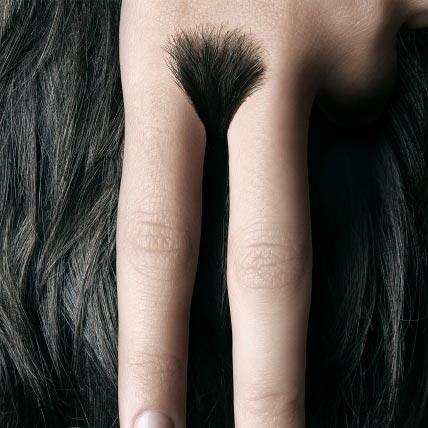 Šišanje makazama ženskog intimnog čuperka: sličica