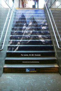 Strme stepenice kao strmi Mt. Everest: reklamiranje ADA