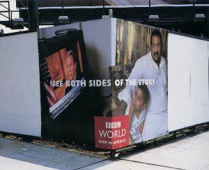 Ugaoni bilbord BBCGN: buš i iračani otac i sin sukobljeni reklamiranje BBCGN