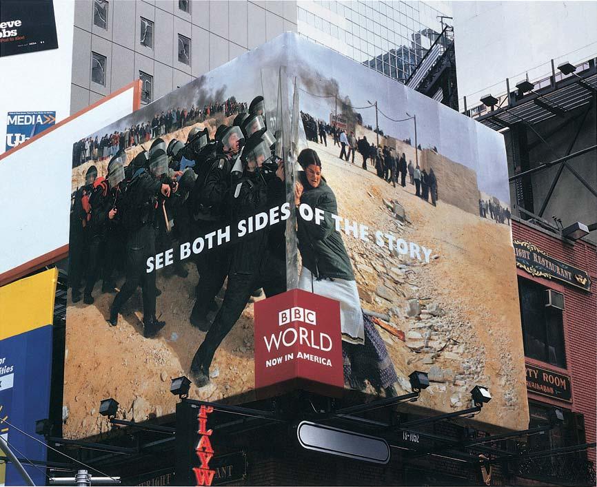 Ugaoni bilbord BBCGN: policija i jevrejka sukobljeni reklamiranje BBCGN