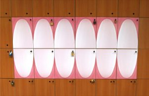 Vrata kasete ormara kao zubi sa desnima: reklamiranje firme Colgate-Palmolive